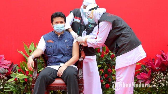 Emil Dardak dan 19 Tokoh Jatim Jalani Vaksinasi Ke-2 di Taman Kantor Gubernur Jatim, Begini Momennya