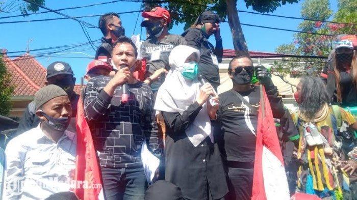 Massa Aksi Pekerja Seni Surabaya Tinggalkan Balai Kota Surabaya, Setelah Mendapatkan Jawaban