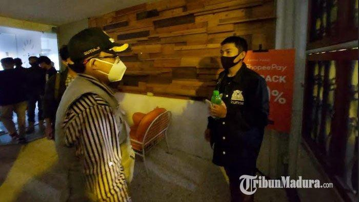Kelabui Petugas dengan Matikan Lampu dan Tutup Pagar, Sebuah Kafe di Lowokwaru Kota Malang Disegel