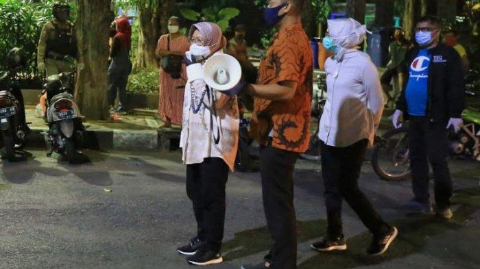Risma Keliling Warkop di Surabaya Sambil Teriak Berorasi Ingatkan Warga Disiplin Protokol Kesehatan