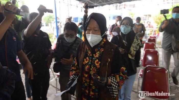 Wali Kota Surabaya Tri Rismaharini di TPS 01 Kelurahan Jajar Tunggal Kecamatan Wiyung Surabaya, Rabu (9/12/2020).