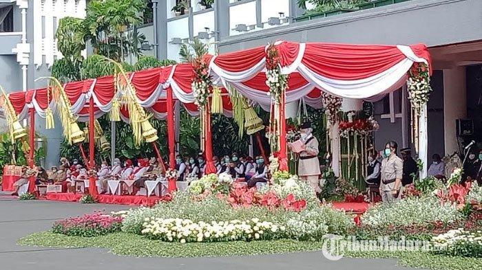 BREAKING NEWS - Tri Rismaharini Pimpin Upacara Hari Pahlawan 10 November di Balai Kota Surabaya