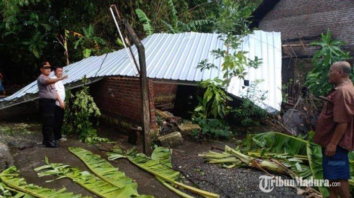 Angin Puting Beliung Disertai Hujan Deras Terjang Sidoarjo, Rumah Warga Rusak di Bagian Atapnya