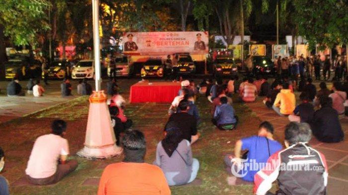 73 Orang Nongkrong di Warung Kopi dan Terjaring Razia Jam Malam PSBB Jilid II Gresik
