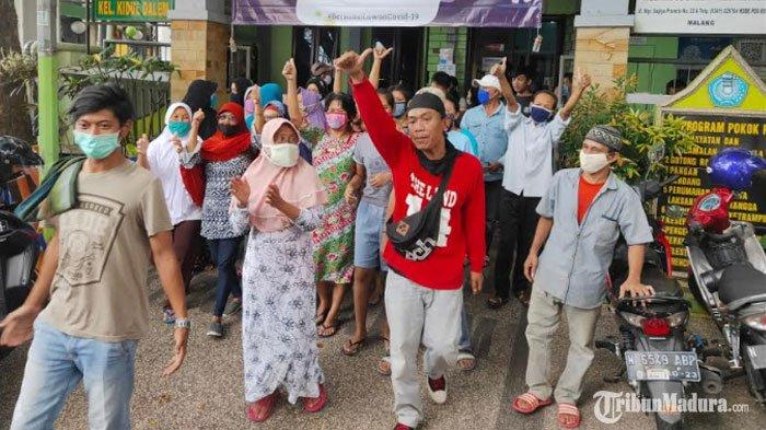 Warga Satu RW di Malang Geruduk Kantor Kelurahan, Tuntut Ketua RW Mundur dari Jabatan Karena Bansos