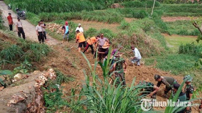 Kecamatan Waru Pamekasan Diguyur Hujan 12 Jam, Jalan Penghubung Dua Desa Terputus Akibat Longsor
