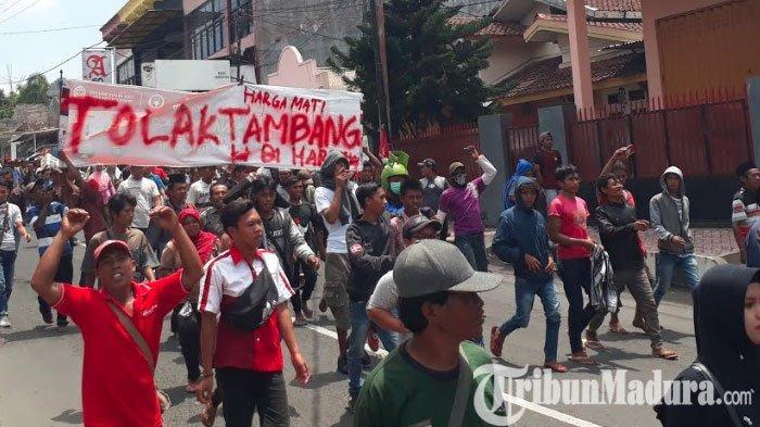 BREAKING NEWS: Ribuan Warga Silo Jember Gelar Demonstrasi untuk Tolak Tambang