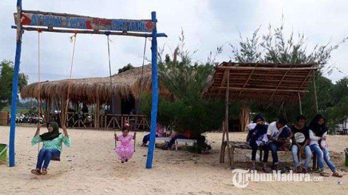 Wisata Pantai Lon Malang, Desa Bira Tengah Kecamatan Sokobanah, Kabupaten Sampang, Madura, Selasa (22/9/2020).
