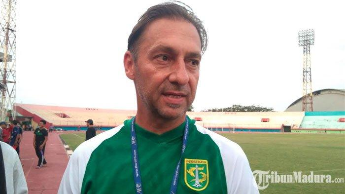 Pelatih Wolfgang Pikal AkuiPersebaya Surabaya Lebih Diuntungkan LawanPersib Bandung di Bali