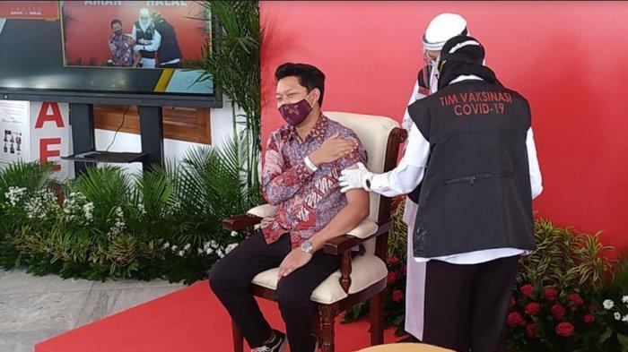 Bayu Skak Ikut Divaksin Covid-19 di Gedung Negara Grahadi: Jantung Berdebar, Saya Takut Jarum Suntik