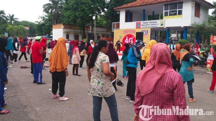 Zumba Dance Meriahkan Car Free Day (CFD) di Taman Monumen Arek Lancor Pamekasan
