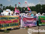 800-orang-warga-thoriqoh-shiddiqiyyah-menggelar-unjuk-rasa-dan-doa-bersama-di-alun-alun-jombang.jpg