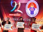 abdul-rozak-menerima-penghargaan-prestasi-pemilihan-pemuda-pelopor-indonesia.jpg