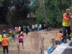 aktivis-dan-pecinta-alam-se-pamekasan-membersihkan-sampah-rumah-tangga-di-jembatan-ampera.jpg