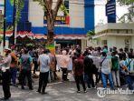 aktivis-dari-komunitas-monitoring-dan-advokasi-melakukan-demonstrasi-ke-kantor-bea-cukai-madura.jpg