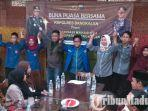 aktivis-mahasiswa-di-bangkalan-madura-deklarasi-dukungan-terhadap-tnipolri-tindak-perusuh.jpg
