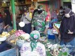 aktivitas-pedagang-pasar-kolpajung-kabupaten-pamekasan-madura.jpg