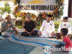 anak-pertama-almarhum-serda-kom-eko-prasetyo-duduk-di-hadapan-ketua-dpc-pkb-bangkalan.jpg