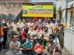 anggota-frpb-pamekasan-saat-foto-bersama-dengan-relawan-covid-19-kampung-tangguh.jpg