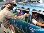 anggota-satpol-pp-tulungagung-melakukan-sosialisasi-protokol-kesehatan-ke-pengguna-jalan.jpg
