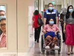 ani-yudhoyono-bersama-suaminya-sby-saat-berada-di-national-university-hospital.jpg