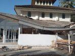 atap-masjid-nurul-islam-rajegwesi-di-banyuwangi-yang-rusak-terkena-gempa-bumi.jpg