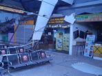 atap-ruang-tunggu-stasiun-pasar-turi-ambruk.jpg