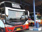 awak-bus-menunggu-penumpang-di-tempat-pemberangkatan-terminal-tipe-a-patria-kota-blitar.jpg