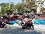 bangkai-truk-tronton-dan-bangkai-4-kendaraan-lainnya-yang-terlibat-tabrakan-karambol.jpg