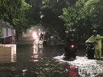 banjir-di-kawasan-jalan-indragiri.jpg