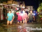 banjir-pamekasan-madura-menerjang-kawasan-jl-kh-sinhaji-kota-pamekasan-warga-mengungsi.jpg