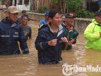 banjir-trenggalek-plt-bupati-trenggalek-m-nur-arifin-memeriksa-kondisi-banjir-kelurahan-kekutan.jpg