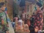 bantuan-ke-keluarga-miskin-yang-tinggal-di-hutan-bambu.jpg