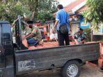 bantuan-ratusan-keping-genteng-dan-asbes-untuk-puluhan-rumah-bangkalan.jpg