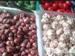 bawang-merah-dan-telur-di-pasar-tradisional-kolpajung-pamekasan.jpg