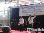 budi-karya-sumadi-saat-menggelar-acara-safety-driving-bersama-pengemudi-angkot-di-terminal-purabaya.jpg