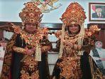 bupati-nganjuk-novi-rahman-hidhayat-dan-isteri-kenakan-kostum-carnival-zaman-kerajaan.jpg