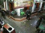 cctv-memperlihatkanaksi-pencurian-kotak-amal-masjid-di-kota-surabaya.jpg