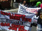 demo-aliansi-pekerja-seni-surabaya.jpg