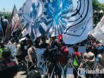 demonstrasi-mahasiswa-di-depan-gedung-dprd-jatim.jpg