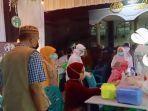 dinas-kesehatan-menggelar-rapid-test-kepada-warga-di-masjid-al-ikhlas-bluru.jpg