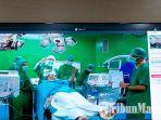dirut-rsud-dr-soetomo-surabaya-dr-joni-wahyuhadi-spbs-memperlihatkan-operasi-parkinson.jpg