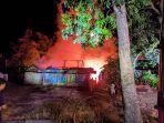 dua-rumah-ludes-terbakar-di-kabupaten-bojonegoro-terbakar.jpg