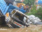 dump-truk-nopol-s-8930-hk-terjebur-ke-sungai-di-desa-somoroto-kecamatan-kauman-ponorogo.jpg
