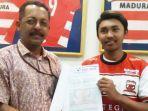 erik-gamis-sanjaya-pemain-madura-united-u-18-kanan.jpg