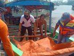 evakuasi-jenazah-nelayan-asal-madura-di-perairan-gresik.jpg