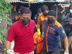 evakuasi-jenazah-perempuan-ditemukan-di-sebuah-rumah-surabaya.jpg