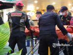 evakuasi-jenazah-pria-yang-jatuh-dari-lantai-ii-tunjungan-plaza-mall.jpg