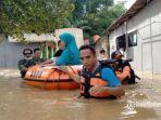 evakuasi-korban-banjir-oleh-tim-terpadu-dari-bpbd-pamekasan.jpg