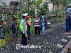 evakuasi-korban-ibu-asal-desa-sambiresik-kecamatan-gampengrejo-yang-tersambar-kereta-api-malabar.jpg